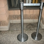 stanchions-retract