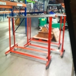 Rolling garment rack HD in red finish