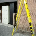 Fiberglass step ladder 8'
